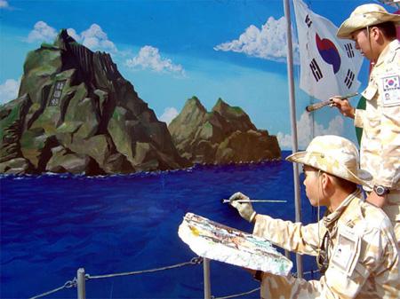 イラク支援で独島の壁画を描く韓国軍兵士